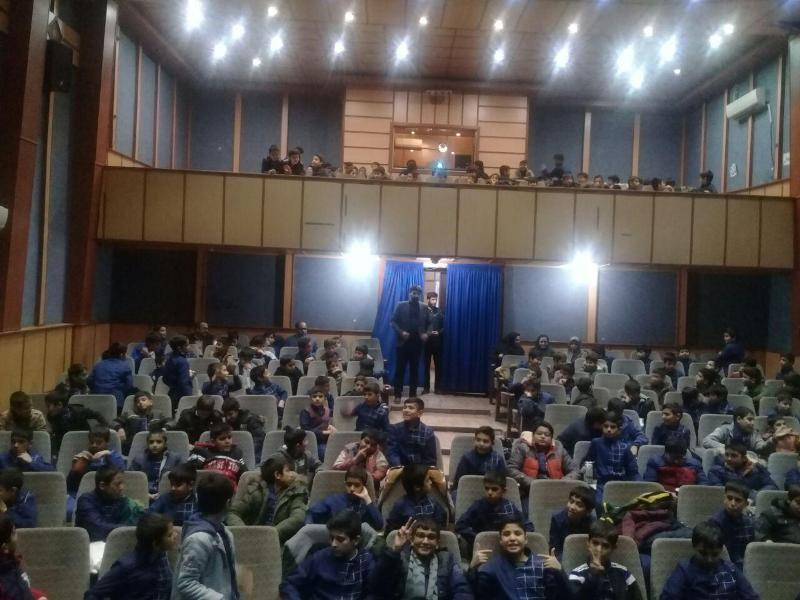 http://www.parvareshi20.ir/files/96-97/namayeshfilm/photo_2017-12-09_12-14-16.jpg
